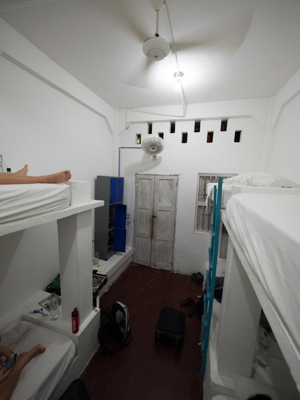 hotel 6 man room