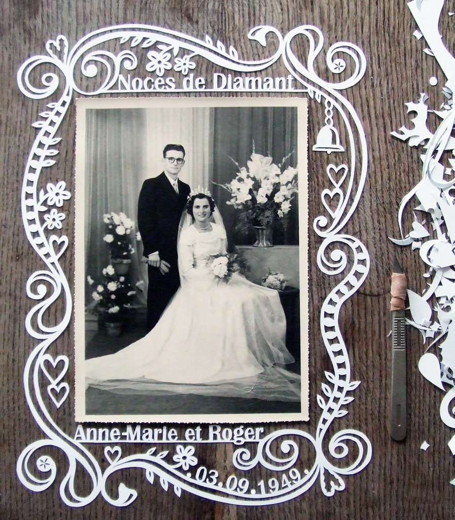 papercut picture frame for wedding photo