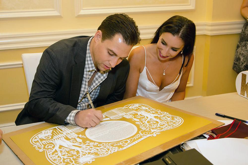 papercut-ketubah-gold-signing