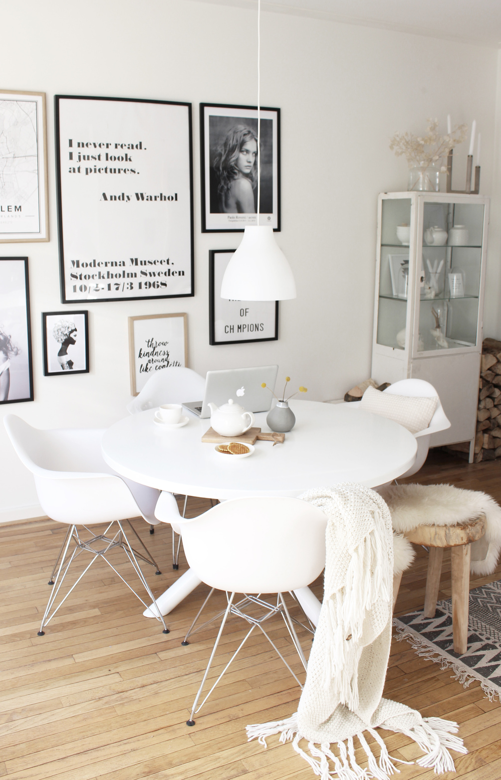Witte eettafel stoelen finest kick luuk wit with witte for Witte leren stoelen