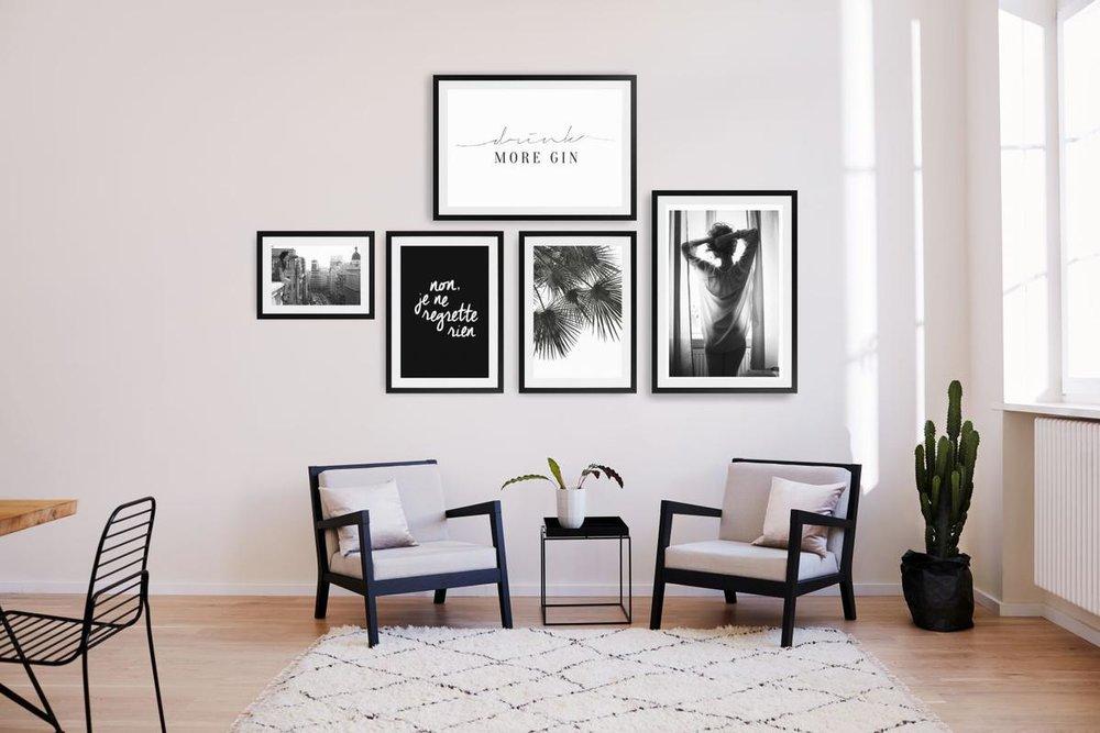 Vijf monochrome beelden aan de muur. Spannend!