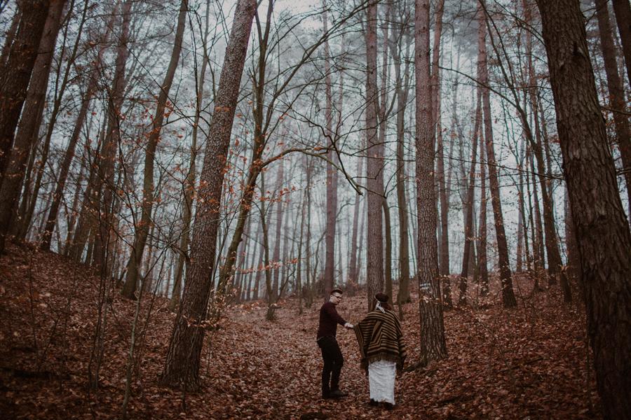 sesja-slubna-w-lesie-fotograf-slubny-poznan-003.jpg