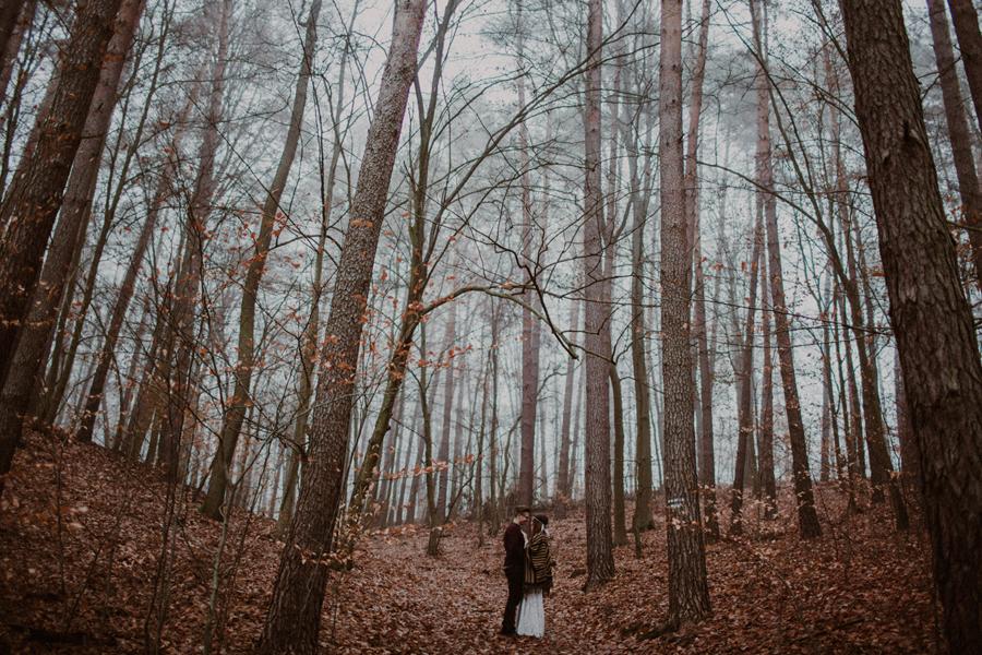 sesja-slubna-w-lesie-fotograf-slubny-poznan-005.jpg
