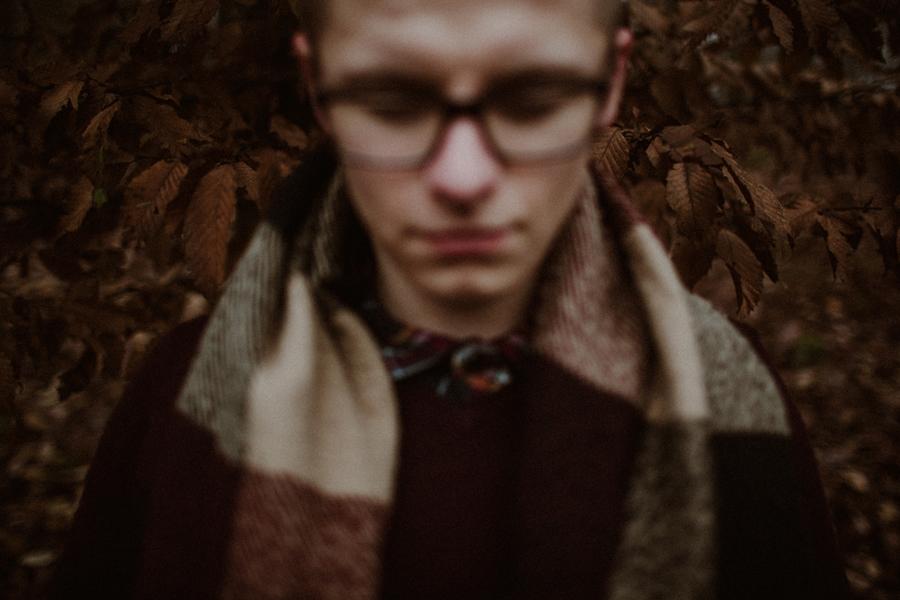 sesja-slubna-w-lesie-fotograf-slubny-poznan-015.jpg