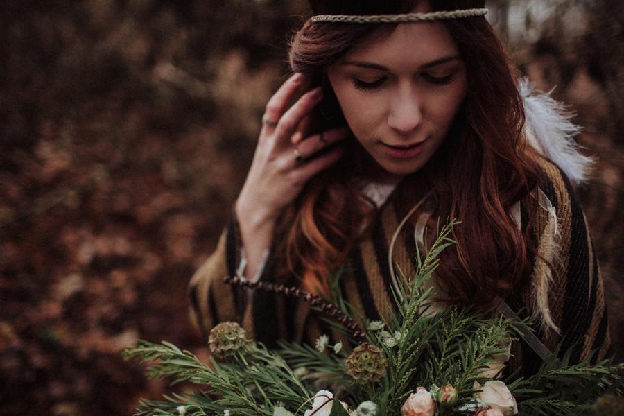 sesja-slubna-w-lesie-fotograf-slubny-poznan-018.jpg