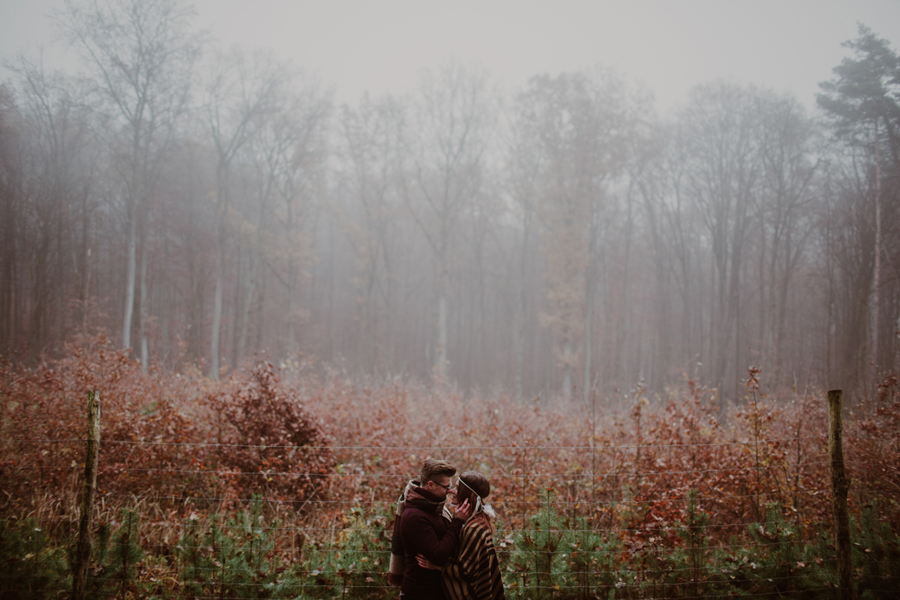sesja-slubna-w-lesie-fotograf-slubny-poznan-019.jpg