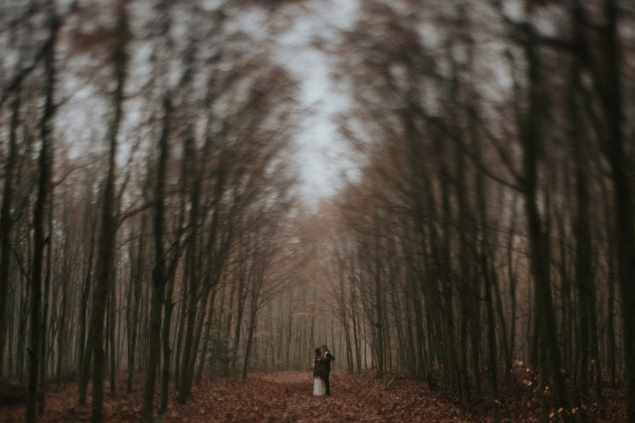 sesja-slubna-w-lesie-fotograf-slubny-poznan-025.jpg