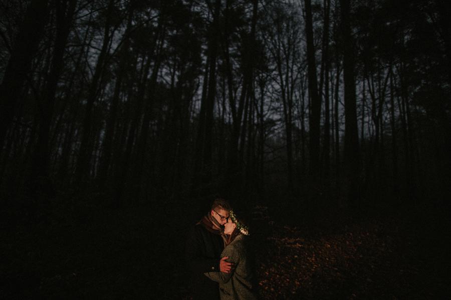 sesja-slubna-w-lesie-fotograf-slubny-poznan-044.jpg