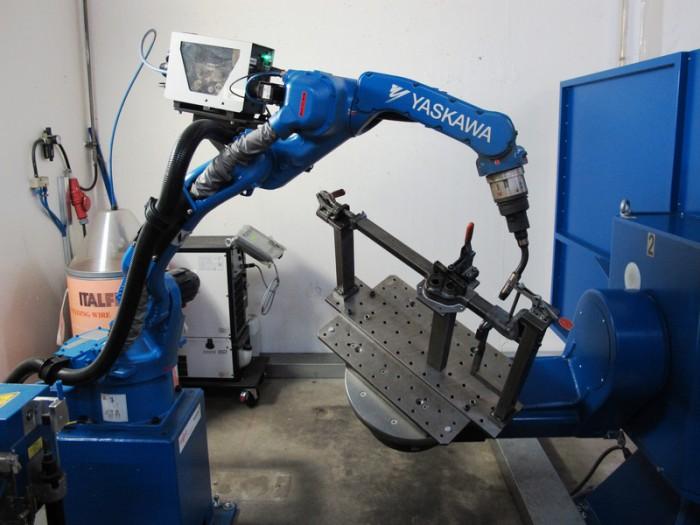 Yaskawa-Motoman-MA1440-welding-robot-700x525.jpg