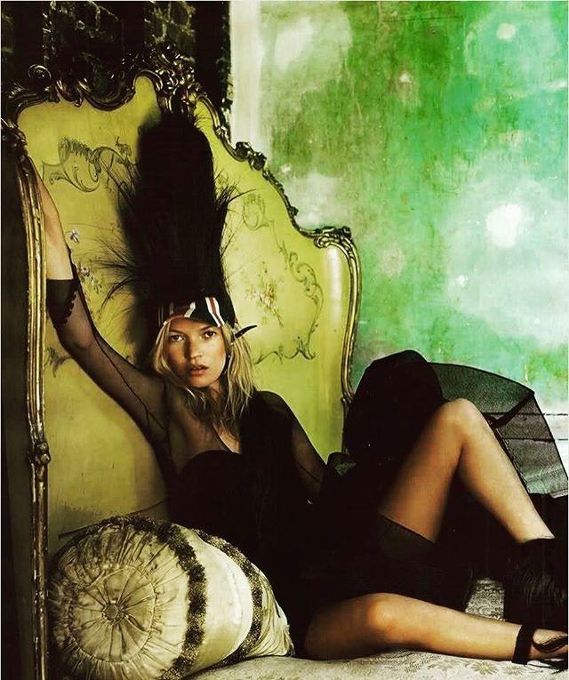FRIDAY #nyfw #greenwithenvy #poisonivy #katemoss #mariotestino #feathers #headdress #nyc