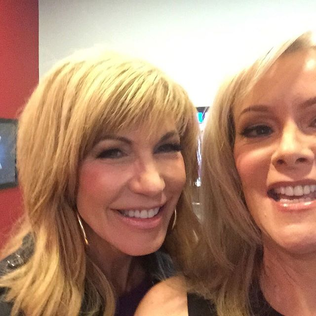 Never know who you'll see in the green room. @leezagibbons!