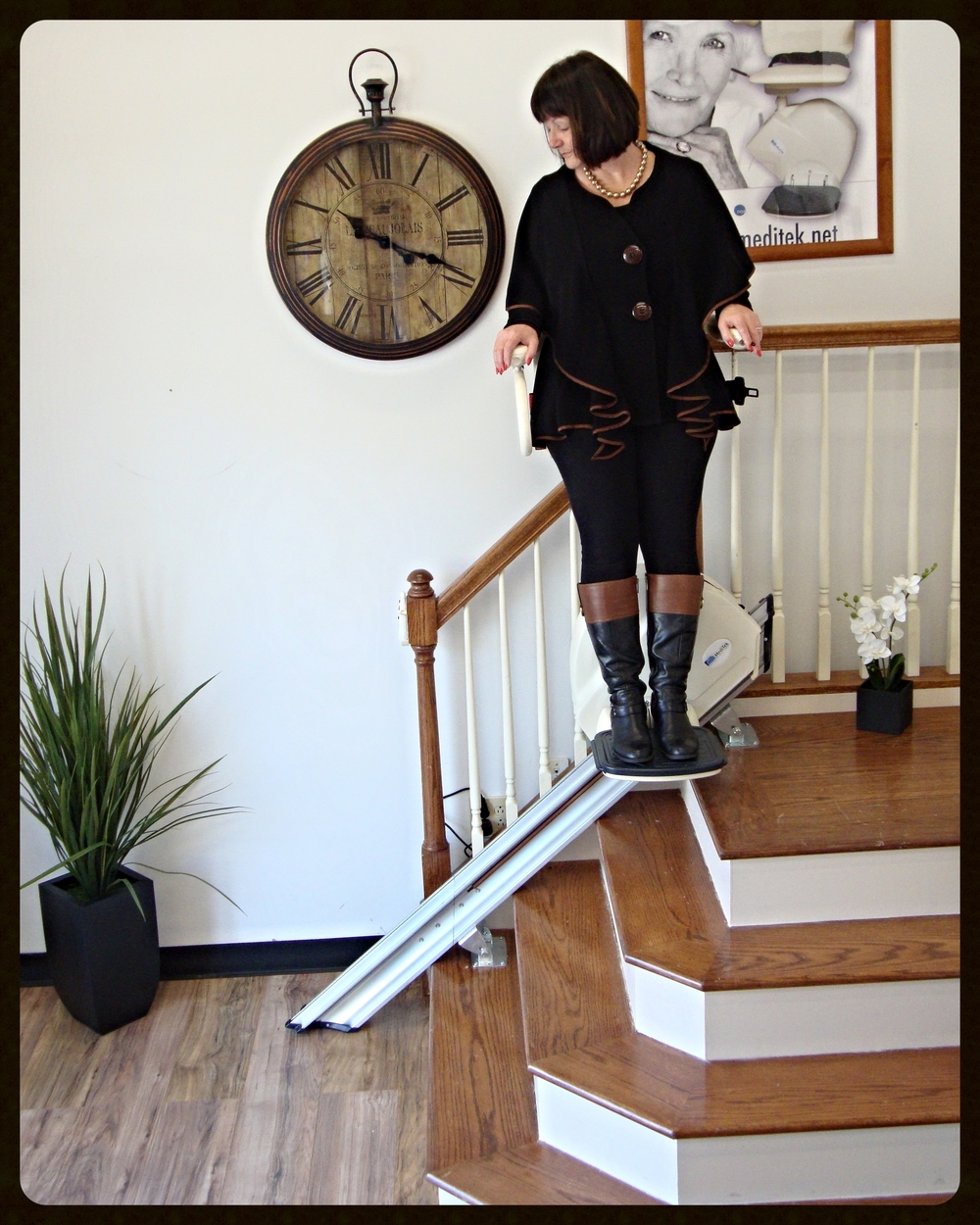 MediTek Stand & Perch Stairway Stairlift 007.JPG