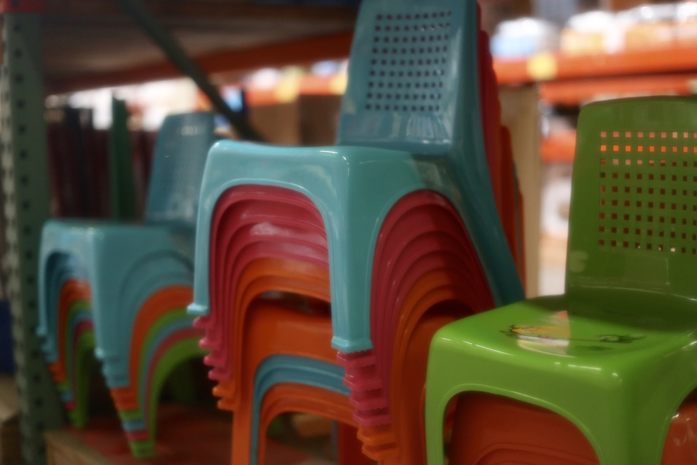 kid-plastic-chairs.jpg