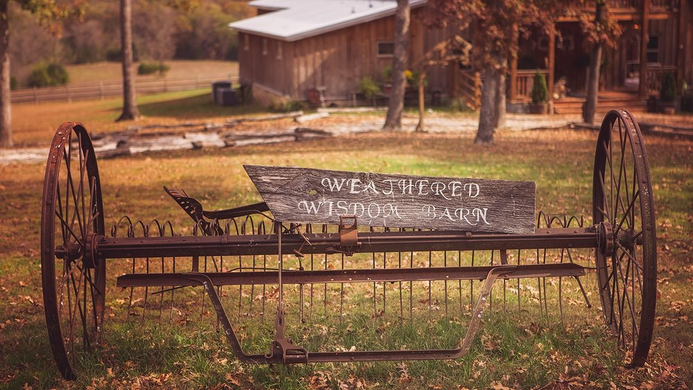 weathered wisdom barn missouri wedding