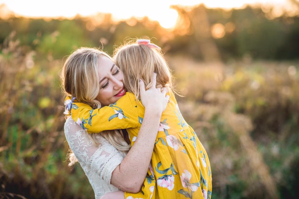 beautiful connected emotive family photography posing education amanda noel bruns