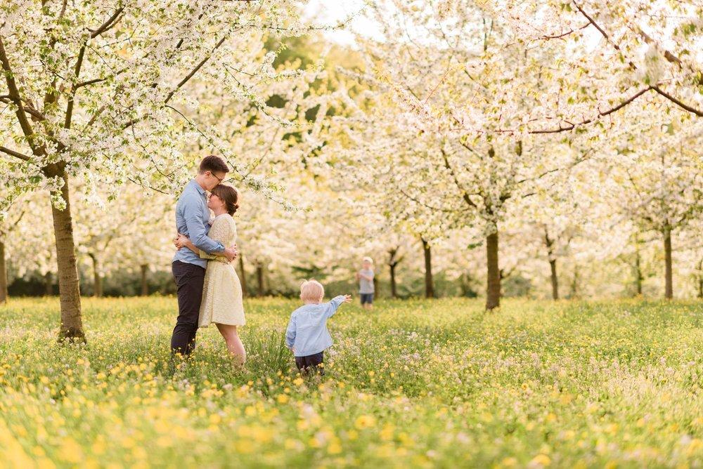 family posing made easy online photography course by photographer elena s blair | amanda joy hilfer