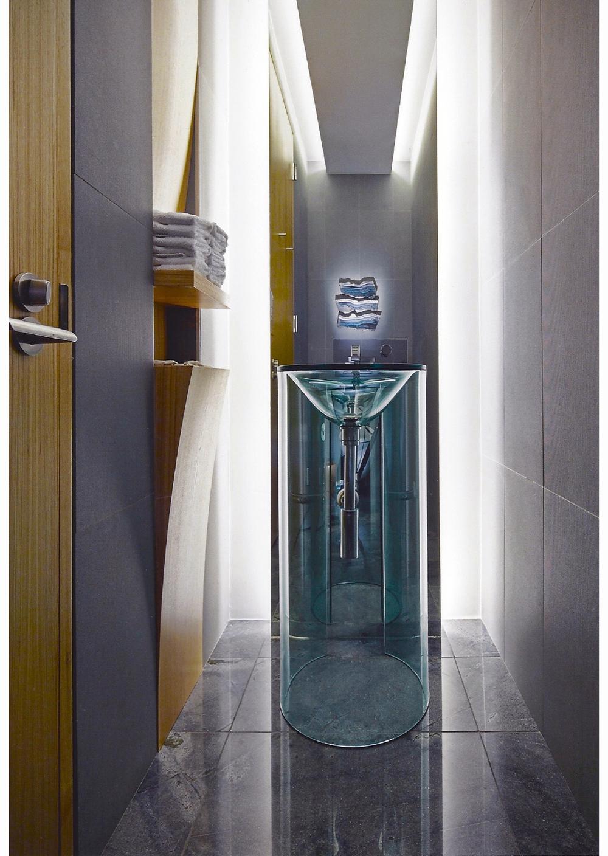 grace_12_bathroom_spring.jpg