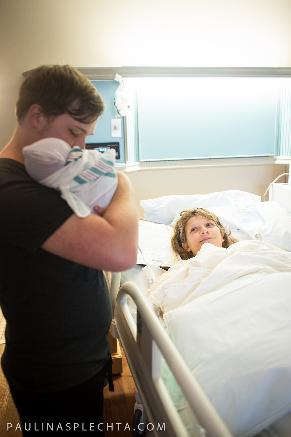 huffington-post-beautiful-photos-moms-c-section-birth-good-samaritan-west-palm-beach-boca-regional-raton-courtney-mcmillian-cosmopolitan-birth-photographer-18.jpg