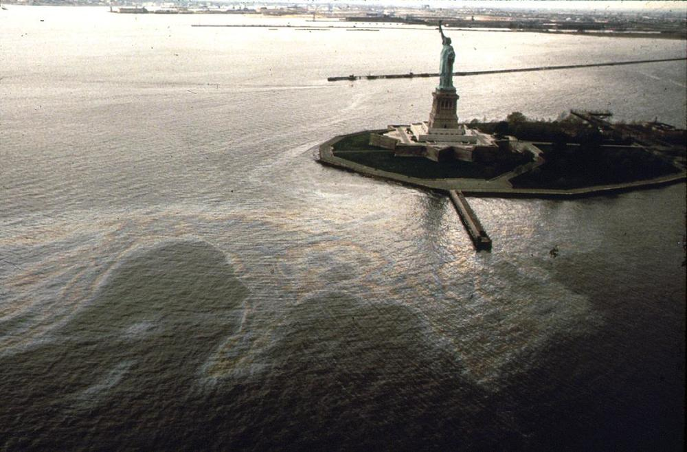 An oil slick surrounds Liberty Island in New York Harbor, in May of 1973. Photo: Chester Higgins/NARA