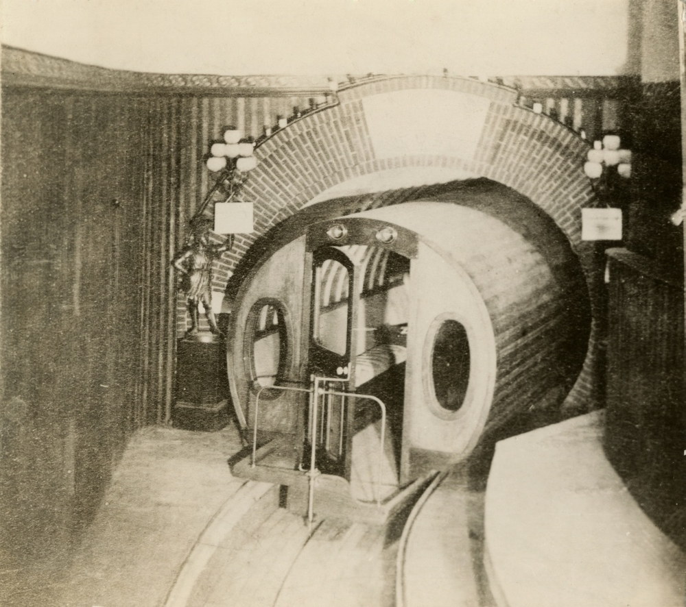 The Beach Pneumatic Subway Tunnel under Broadway, 1873. New-York Historical Society (Image:Wikimedia Commons)
