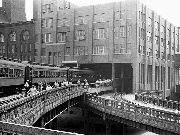 The High Line passes through the building that was once Nabisco (Image: New York Public Library, 1930s)