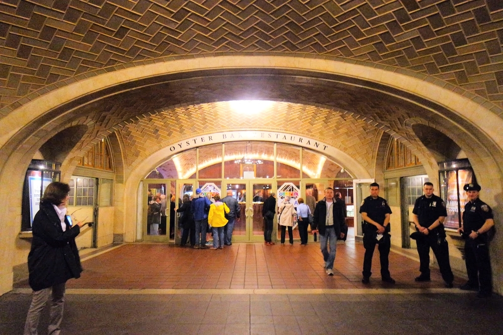 The Whispering Gallery is at the corridor outside the Oyster Bar & Restaurant, at the dining concourse in Grand Central