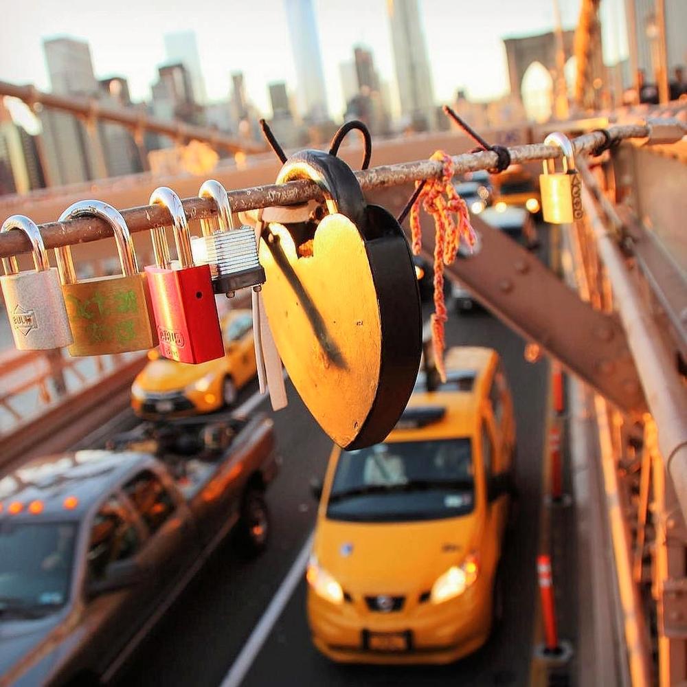 the-welcome-blog-brooklyn-bridge-love-locks