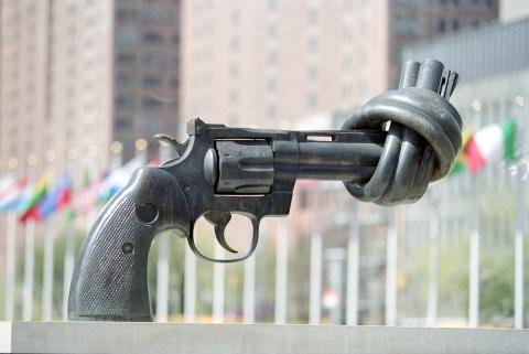 gun-sculpture-united-nations