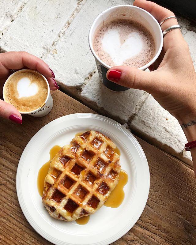Coffee breaks at @brooklynroasting are always the best!☕️ . This is @kiariladyboss favourite spot in Dumbo, and the belgian waffle is delicious! . What's the best coffeshop in Brooklyn?! •••••••••••••••••••••••••••••••••••••••••••••• 📸 @kiariladyboss •••••••••••••••••••••••••••••••••••••••••••••• #nycfoodie #yelpeatsnyc  #eatfamous #lovetoeat #eatupnyc #nycfoodporn #foofbloggers #instayummy #foodiehub #eatalydowntown #foodpornshare #nycblogger  #eaaats #yahoofood  #foodtography #feedyourspirit  #dailyfood #dineoutnyc  #foodmakesmehappy #eastcoastfoodie #foodbloggeritaliani #yahoofoods #igfoodies  #palateconnect #feedyoursis #belgianwaffle #dumbobrooklyn