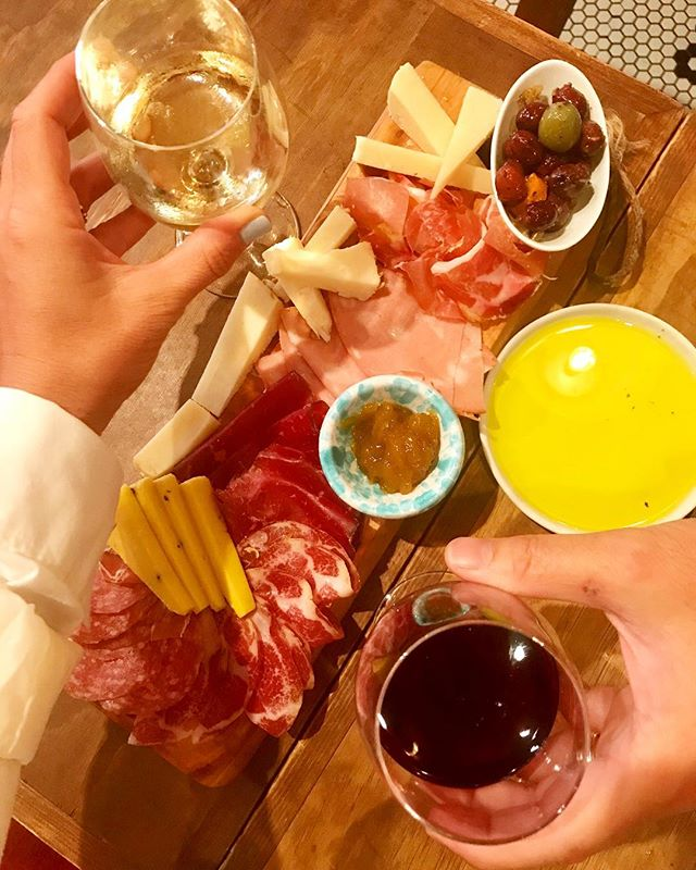 What's better than an Aperitivo with wine🍷 cheese🧀 and cold cuts?! @normasnyc . Who type of aperitivo do you like?! •••••••••••••••••••••••••••••••••••••••••• 📸 @kiariladyboss ••••••••••••••••••••••••••••••••••••••••••