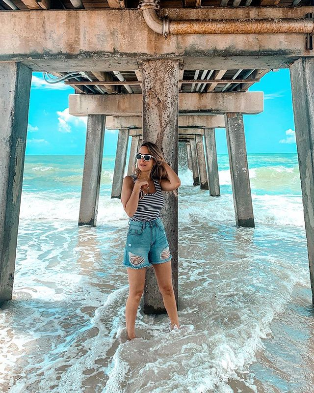 🌊 OCEAN AVENUE . . We're young and the highway goes on forever 🛣 . . . Tag @ person you would want to share your next trip with! • • • 📸 @m.maia.ve • • • • #girlfashion #fashionblogger #GirlsWhoTravel #daisydukes #travelblogger  #traveler #travelingram  #picoftheday #instgramgirl #girlstyle