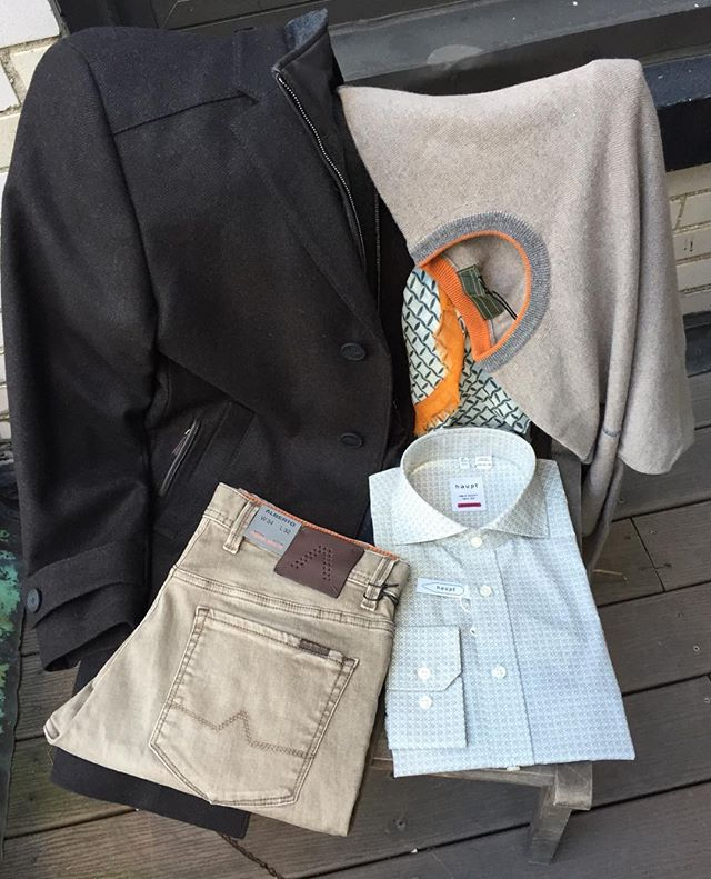 #LookOfTheDay  Love watching leaves change color and feeling a chill in the air? ... Do it in style with #CarlGross car coat in brown herringbone with zip-out bib and leather details, merino wool light #Codice sweater, #Haupt printed shirt and the most comfortable #superfit #Alberto denim. All merchandise is available in #NY showroom for orders.  #menswear #fashion #style #mensfashion #schuyler4 #fall #albertopants #merino #italy