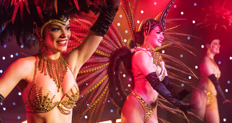 3. Spektakel - Laat u betoverendoor de 2 uurdurende revueshow 'Sublime!'.