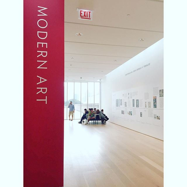 Spotted: On the third floor of @artinstitutechi's Modern Wing, a flock of visitors around the only group seating outside of the Modern Art gallery. Though you can find a bench or two inside the gallery, they lack comfort in materiality and do not provide any back or arm support.  #TakeASeat #MuseumFatigue #MuseumSeating