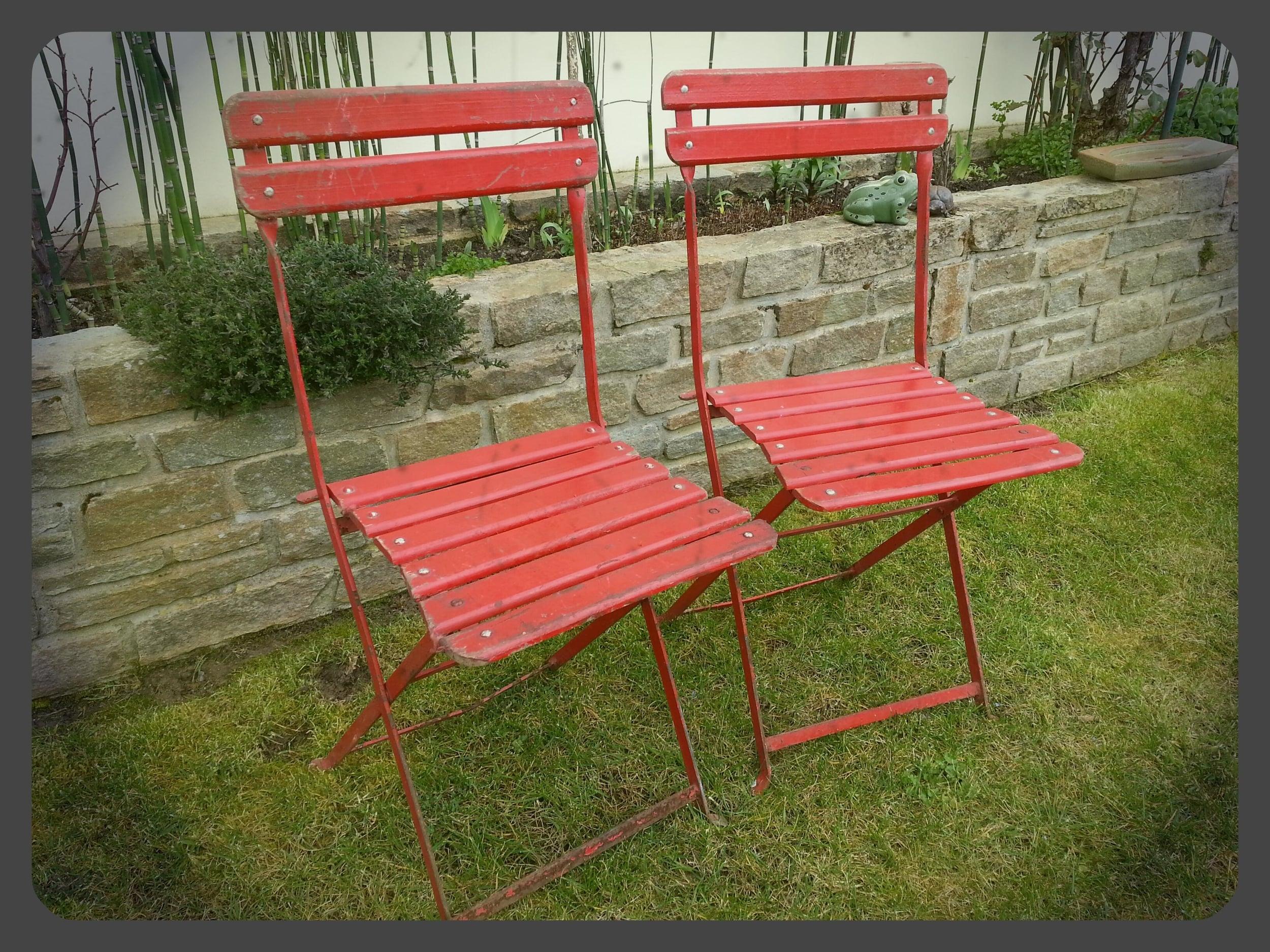 2 røde hagestoler klappstoler