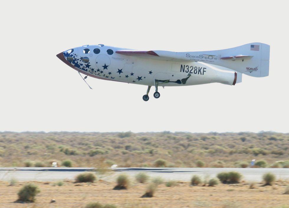 SpaceShipOneLanding10oClock.jpg