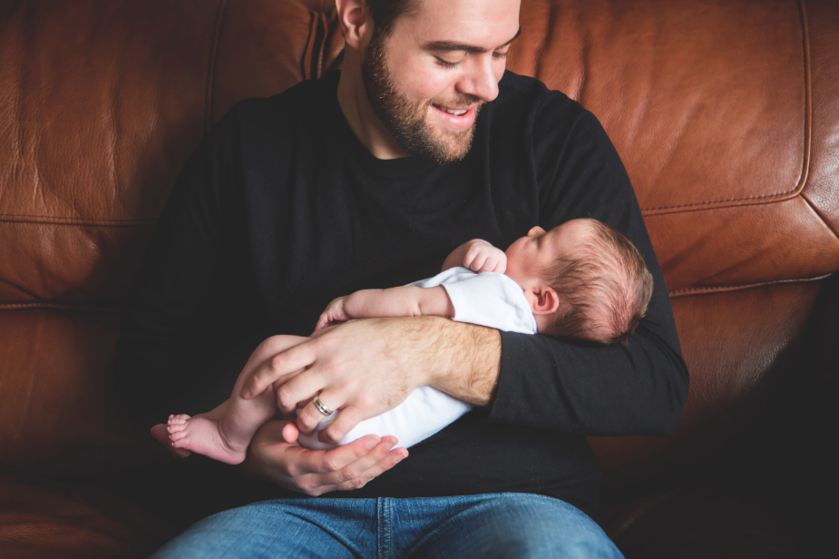 Newborn-Lifestyle-Session-Photographer-Hamilton-Niagara-PortColborne-Toronto-Oakvile-Photography-Moments-by-Lauren-Studio-Portraits-Photo-Image3.png