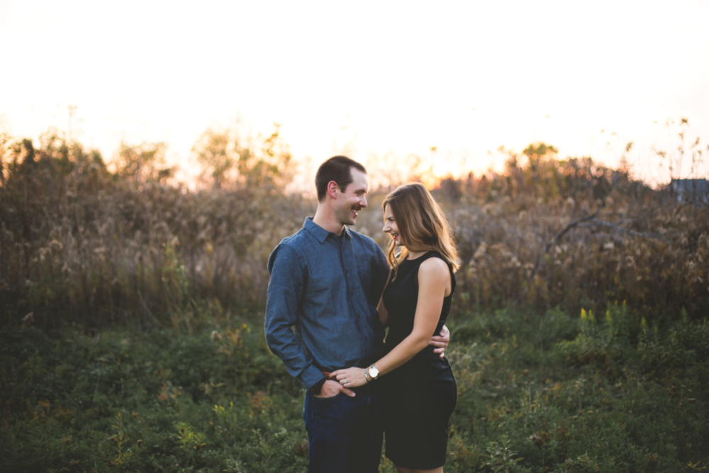 Engagement-Session-Brantford-Hamilton-Burlington-Oakville-Niagara-Toronto-Wedding-Photographer-Engaged-Photography-Golden-Hour-Moments-by-Lauren-Photo-Image-2.png