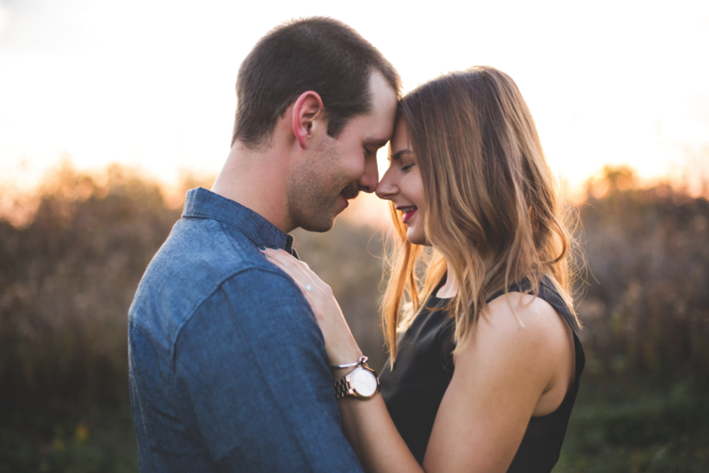 Engagement-Session-Brantford-Hamilton-Burlington-Oakville-Niagara-Toronto-Wedding-Photographer-Engaged-Photography-Golden-Hour-Moments-by-Lauren-Photo-Image-5.png