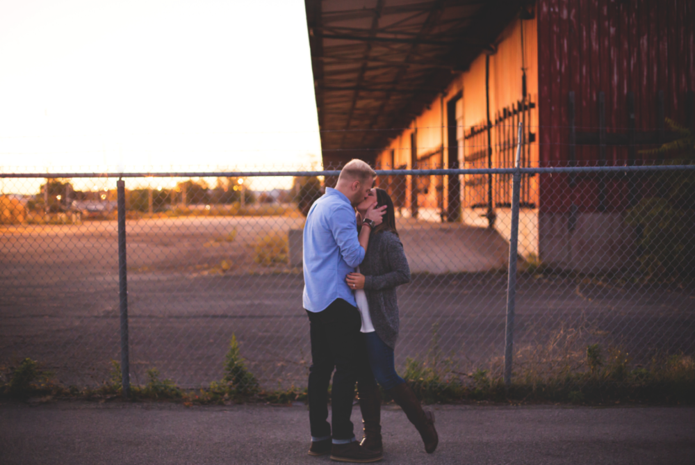 Engagement-Session-Downtown-Hamilton-Burlington-Oakville-Niagara-Toronto-Wedding-Photographer-Engaged-Photography-Waterfront-Urban-HamOnt-Engaged-Golden-Hour-Moments-by-Lauren-Photo-Image-12.png