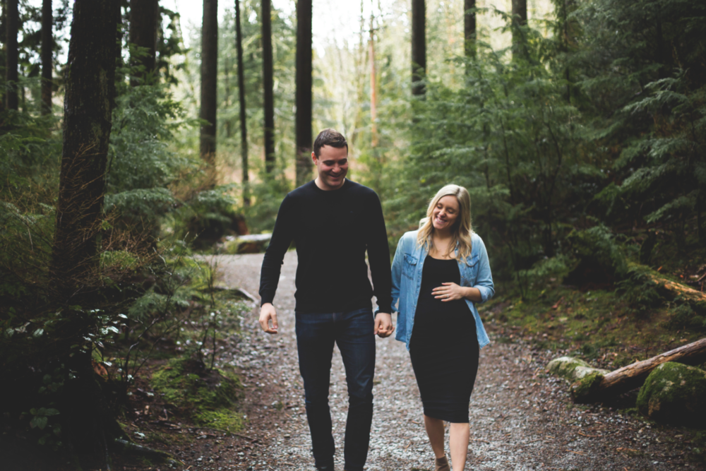 Maternity-Session-North-Vancouver-Lynn-Canyon-BC-Hamilton-Burlington-Oakville-Niagara-Toronto-Wedding-Portrait-Photographer-Expecting-Photography-Waterfront-HamOnt-Golden-Hour-Moments-by-Lauren-Photo-Image-4.png