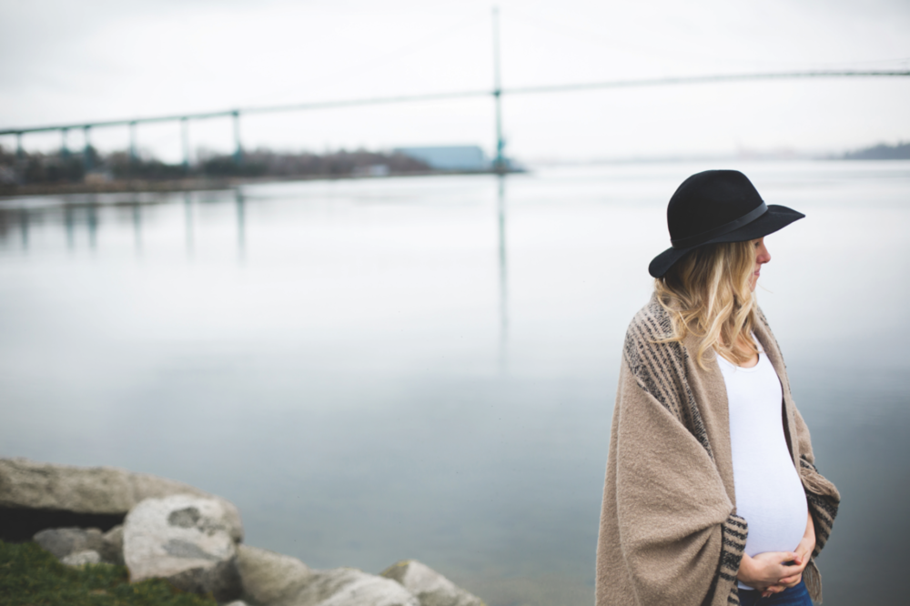 Maternity-Session-North-Vancouver-Lynn-Canyon-BC-Hamilton-Burlington-Oakville-Niagara-Toronto-Wedding-Portrait-Photographer-Expecting-Photography-Waterfront-HamOnt-Golden-Hour-Moments-by-Lauren-Photo-Image-31.png