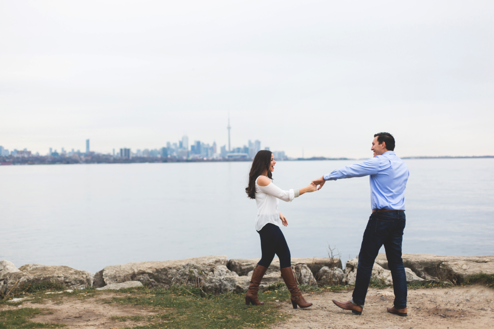 Engagement-Photography-Toronto-Skyline-City-Waterfront-HumberBay-Hamilton-Burlington-Oakville-Niagara-Toronto-Wedding-Photographer-Photo-Image-1.png