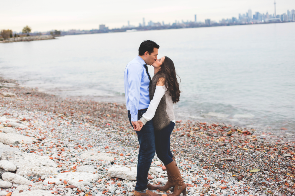 Engagement-Photography-Toronto-Skyline-City-Waterfront-HumberBay-Hamilton-Burlington-Oakville-Niagara-Toronto-Wedding-Photographer-Photo-Image-10.png