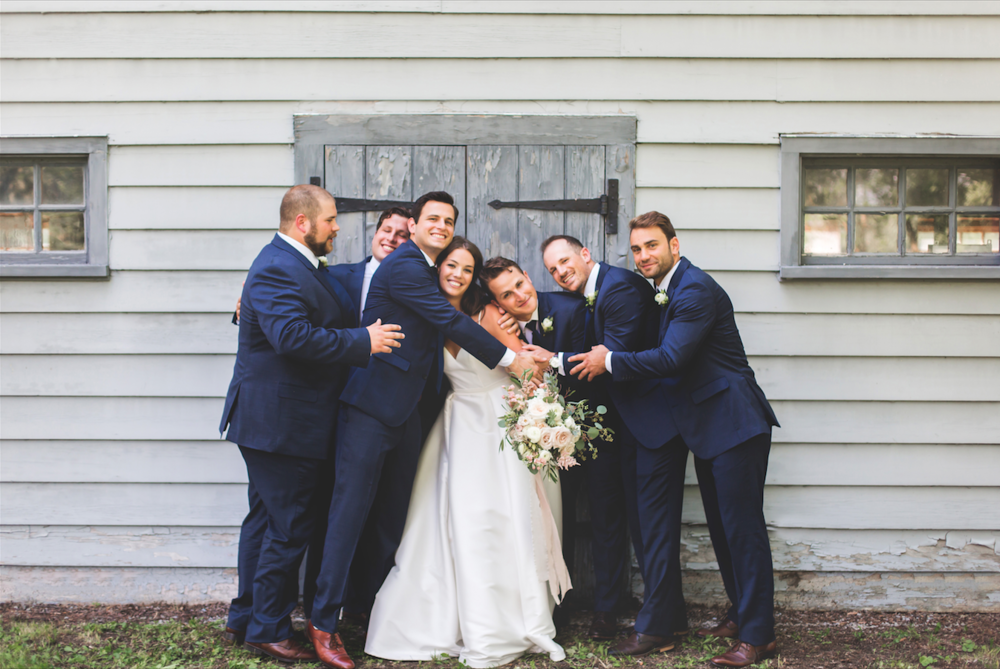 Wedding-Photographer-Niagara-on-the-Lake-Photographer-Queens-Landing-Moments-by-Lauren-Photo-Image-5.png