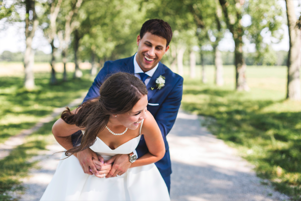 Wedding-Photographer-Niagara-on-the-Lake-Photographer-Queens-Landing-Moments-by-Lauren-Photo-Image-9.png