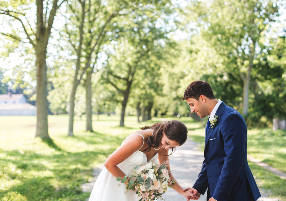 Wedding-Photographer-Niagara-on-the-Lake-Photographer-Queens-Landing-Moments-by-Lauren-Photo-Image-10.png