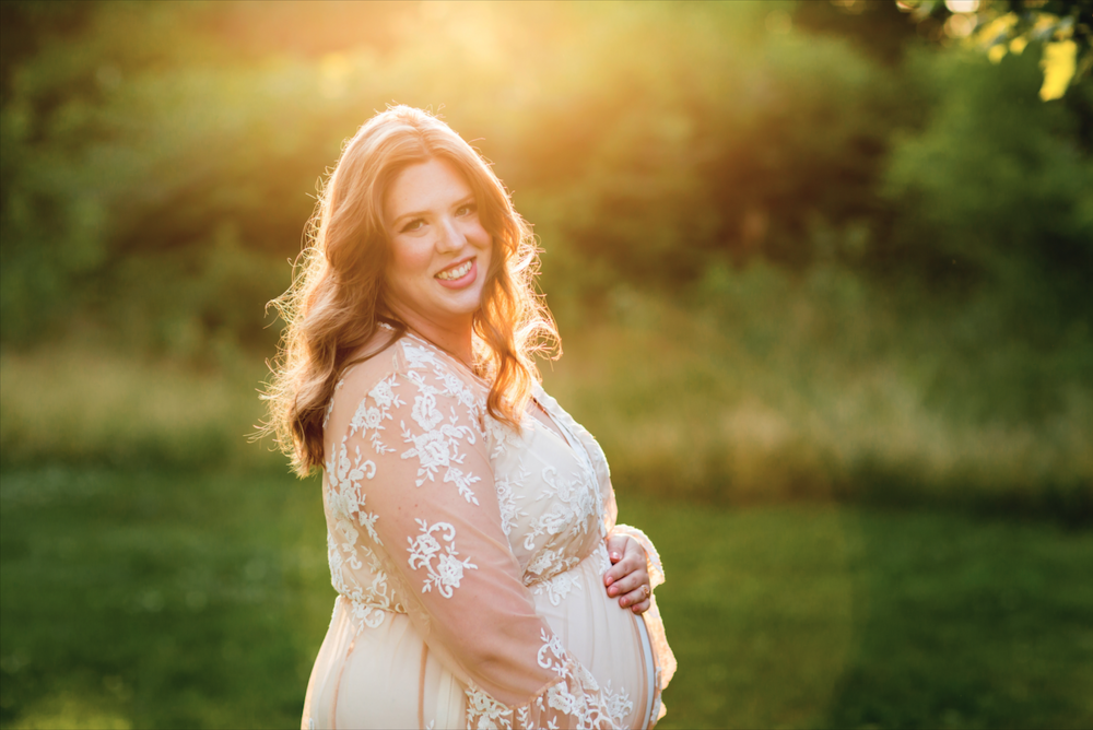 Maternity-Session-Photographer-Hamilton-Oakville-Waterfront-Golden-Hour-Glow-Photography-Moments-by-Lauren-Photo-Image-2.png