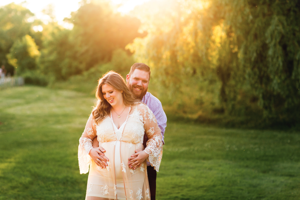 Maternity-Session-Photographer-Hamilton-Oakville-Waterfront-Golden-Hour-Glow-Photography-Moments-by-Lauren-Photo-Image-4.png