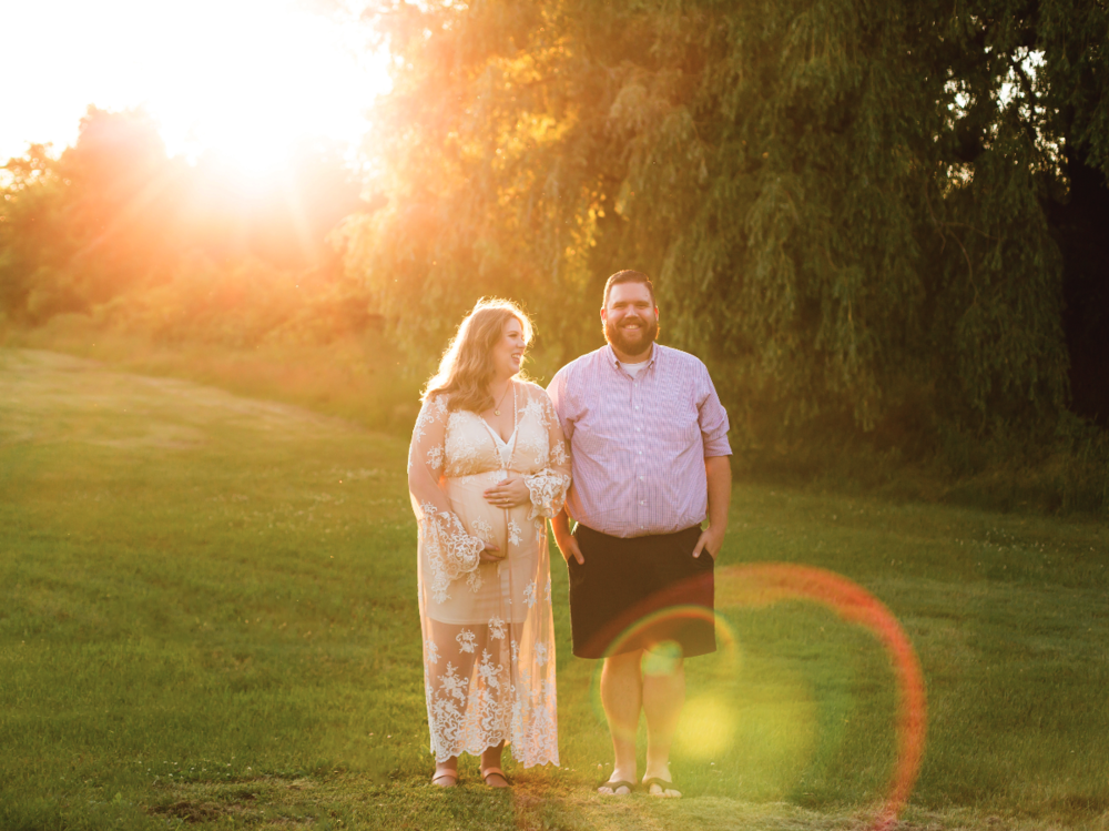 Maternity-Session-Photographer-Hamilton-Oakville-Waterfront-Golden-Hour-Glow-Photography-Moments-by-Lauren-Photo-Image-6.png